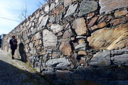 Schist wall, Álvaro